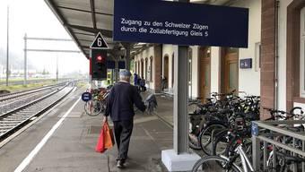 Einkaufstouristen, die mit dem Zug nach Waldshut kommen, können ihre Ausfuhrscheine am Bahnhofszoll abstempeln.