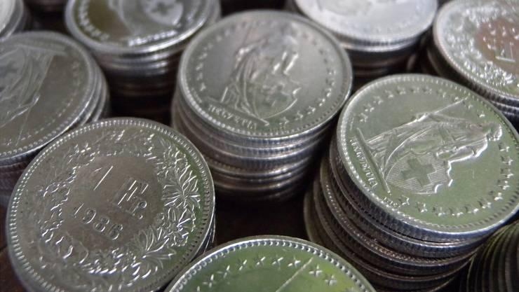 Wer seinen Wocheneinkauf mit Einfränklern bezahlen will, darf das – Fricktaler Detailhändler nehmen auch für grössere Beträge Münzen entgegen. Symbolbild/KEYSTONE