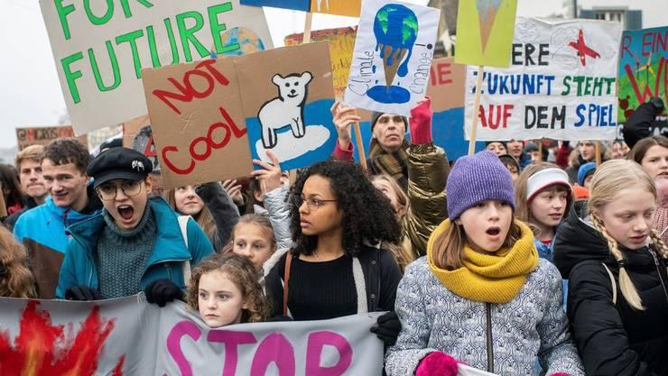 Viele prominente Politiker unterschreiben die Charta der Klimastreik-Bewegung.
