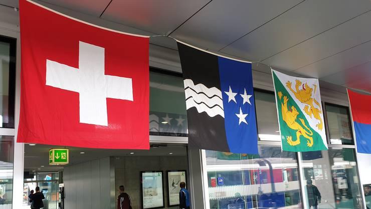 Nachdem unter anderem die Thurgauer Flagge erst falsch montiert wurde, hängt sie jetzt richtig.