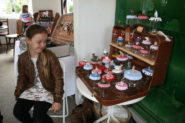 Luana Dalla Corte (11) aus Dällikon mit ihren Zauberdosen
