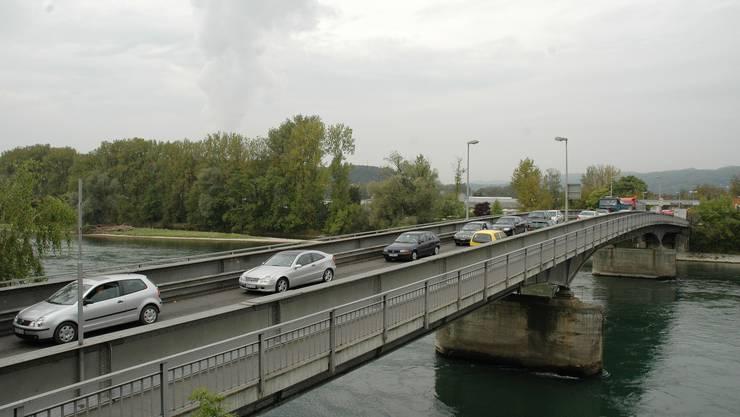 Grosses Verkehrsaufkommen: Die bestehende Rheinbrücke zwischen Koblenz und Waldshut. (mhu)