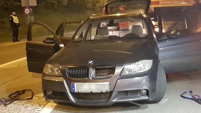 Mit diesem BMW mit deutschen Kontrollschildern flüchteten mutmassliche Einbrecher vor der Polizei, nachdem in Münchwilen eine Strassensperre ignoriert wurde.
