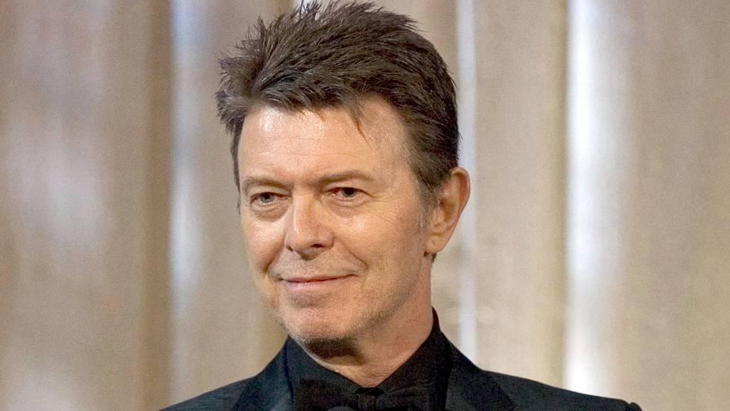 Seht euch die erste David Bowie Statue der Welt an