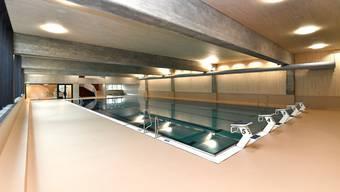 Der Polyurethan-Boden im neu sanierten Hallenbad ist zu rutschig. Es gab Stürze von Besuchern.