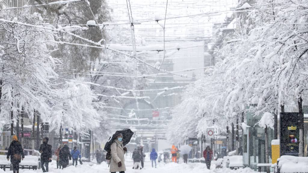 Schneefälle in Deutschschweiz hören auf - Zürich ohne ÖV