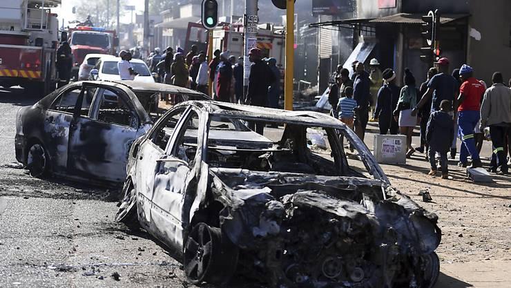 Zahlreiche Personen wurden am Montag im südafrikanischen Johannesburg nach Ausschreitungen festgenommen.