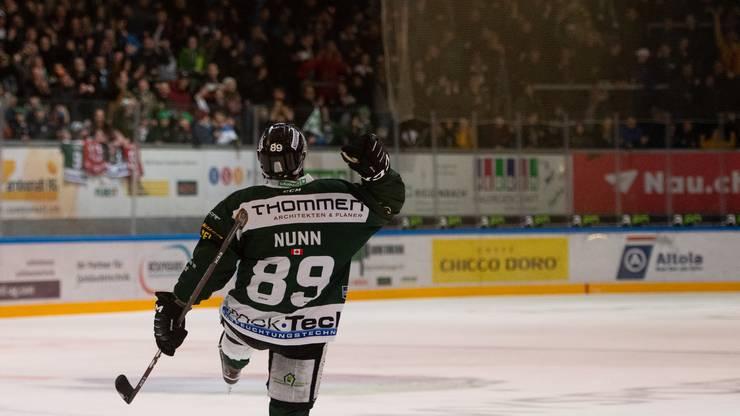 Garry Nunns EHCO-Lieblingsbild: Der Kanadier trifft gegen Langenthal und jubelt mit den Fans.
