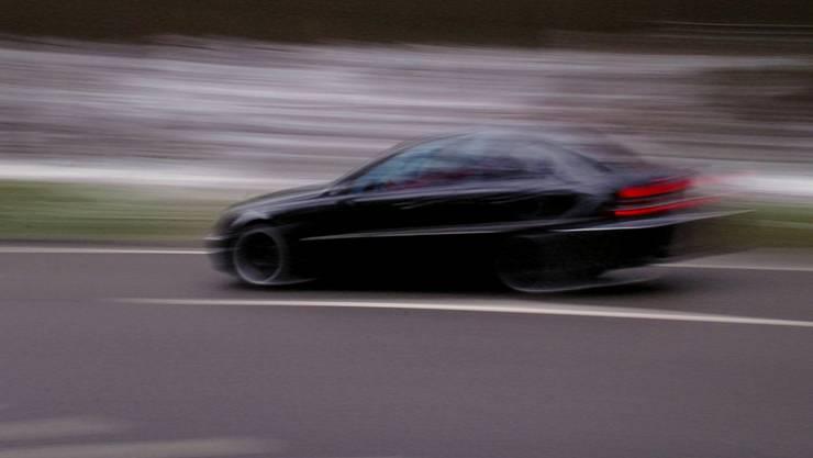 Der 35-jährige Ungare raste am Freitagabend mit einer Geschwindigkeit von 113 km/h durch Dulliken. (Symbolbild)
