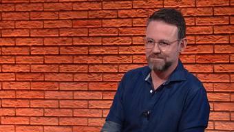 """""""Ich war nie zufrieden damit, ein Moderator zu sein"""": Nik Hartmann in der Sendung TalkTäglich."""
