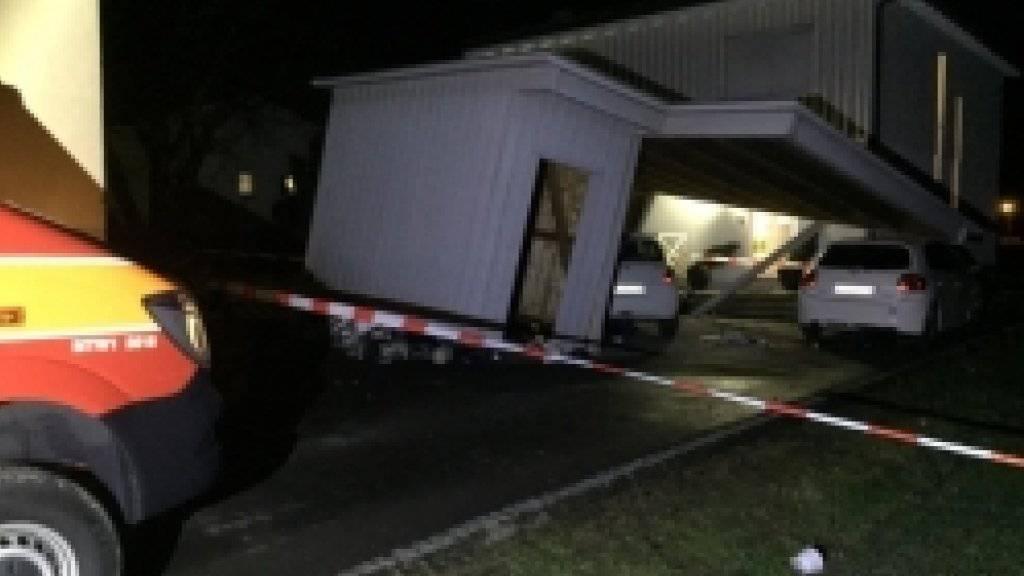 In Montlingen SG wütete der Sturm besonders stark. Rund 20 Häuser sowie Gartenhäuser und Autos wurden beschädigt.
