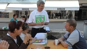 Teurer Wahlkampf: Heinz Müller im September 2007 als Nationalratskandidat auf dem Marktplatz in Grenchen.