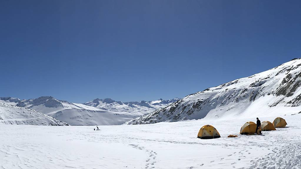 Die Seismologen führten ihre Messungen auf dem Rhonegletscher auf 2500 Meter Höhe durch.