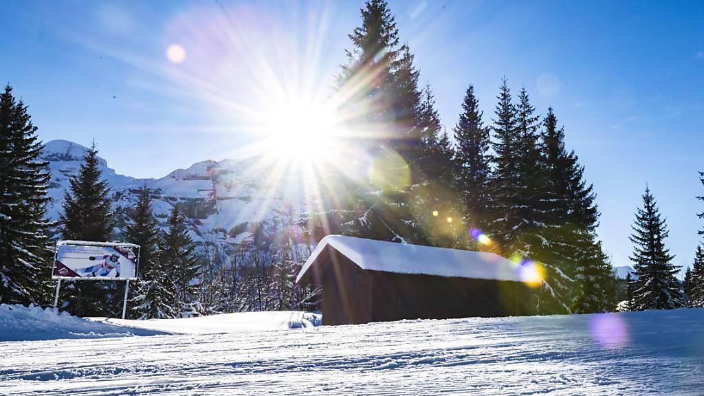 Auch weit abgelegene Ferienhäuser sind diesen Winter sehr begehrt. Manche Feriengäste verlagern sogar ihr Homeoffice ins Ferienhaus. (Symbolbild)