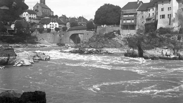 Laufenburg vor dem Bau des Kraftwerks, im Hintergrund die alte Rheinbrücke.