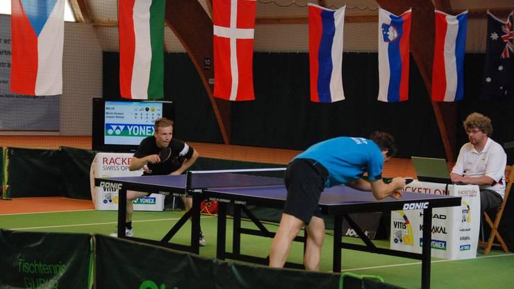 Der Sieger Jesper Ratzer (in schwarz) gegen Michael Dickert (in blau).