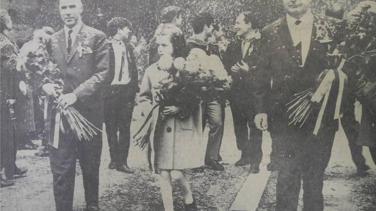 Auf der Frontseite des Badener Tagblatts vom 1. November 1965 das Foto der Einweihung des Schlossbergtunnels: Der damalige Regierungsrat und Baudirektor Kurt Kim (links) mit dem Badener Stadtammann Max Müller, dazwischen Ursula Muff, die am Tag des Spatenstichs (30. Oktober 1957) geboren wurde.
