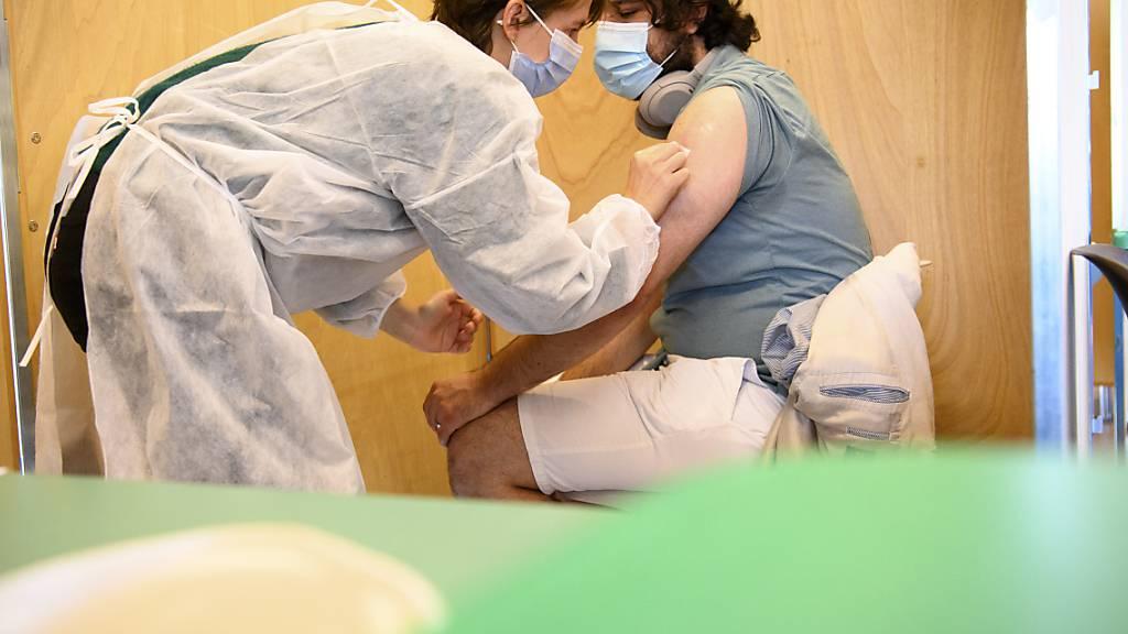 Swissmedic prüft Gesuche für Corona-Auffrischungsimpfung