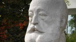 Zu den verschmierten Kunstwerken gehört auch das Gottfried-Keller-Denkmal. (Archiv)