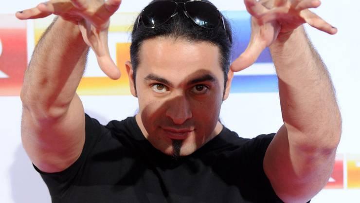 Versteht etwas von Haarpflege und Terrorbekämpfung: Comedian Bülent Ceylan (während einer Fernsehsendung im August 2012).