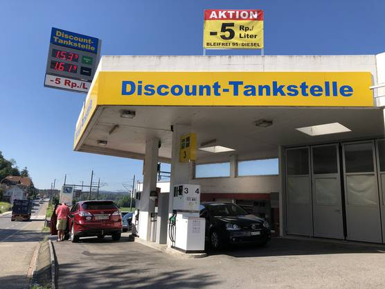 Die Discount-Tankstelle in Holderbank ist die zweitgünstigste: Sie bietet den Liter Benzin Bleifrei 95 für 1,489 Franken an.