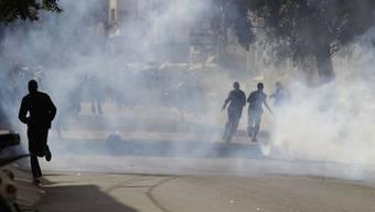 Die Polizei setzt Tränengas gegen Demonstranten in Dakar ein