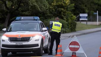 Im Dorf Léchelles im Kanton Freiburg hat es am Sonntag einen Bombenalarm gegeben und rund 70 Personen mussten vorsorglich evakuiert werden.