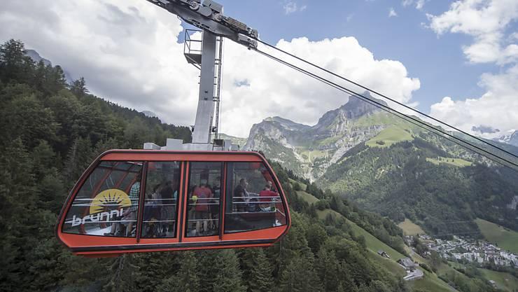 Mit dem Sommertourismus in der Schweiz geht es weiter aufwärts. Seilbahnen Schweiz meldet deutlich mehr Gäste für das Jahr 2018. (Archivbild)