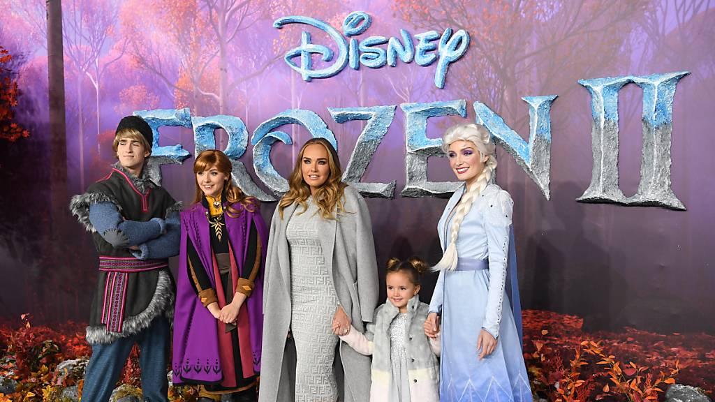 Da war die Welt noch in Ordnung: Tamara Ecclestone (M.) und ihre Tochter Sophia bei der Europapremiere des Disneyfilms Frozen II im November.