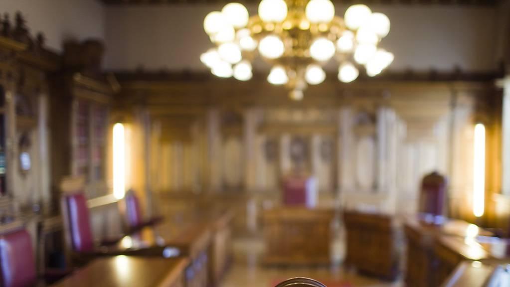 Blick ins Bundesratszimmer: Vor und nach Bundesratssitzungen gelangen derzeit vergleichsweise viele vertrauliche Informationen an die Medien. Dies stellt auch der Bundesrat fest. (Archivbild)