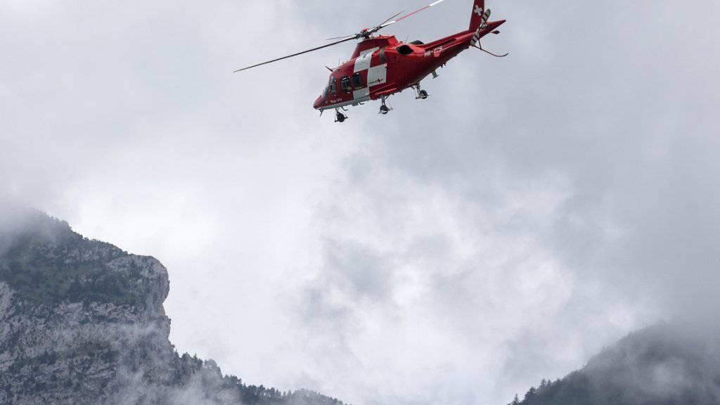 Die Rega brachte die beiden Skitourengänger ins Spital