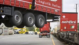 Avenir Suisse lässt kein gutes Haar an der Verlagerungspolitik.