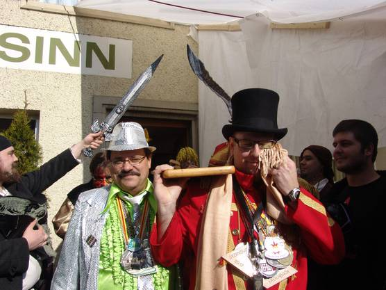 Am Konfettibegräbnis weint der Schirmherr traditionsgemäss