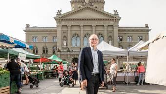 Auf dem Markt vor dem Bundeshaus fühlt sich Hansjörg Knecht wohl, er schlendert gern durch die Stände mit frischen Lebensmitteln.