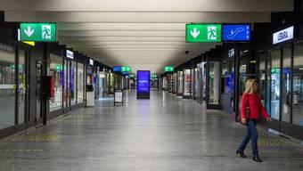 In den Bahnhöfen fehlen den Läden nach wie vor viele Kunden (im Bild: Bahnhof Genf-Cornavin).
