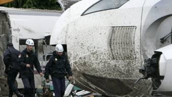Spanische Polizei bei der Spurensicherung nach dem Unfall