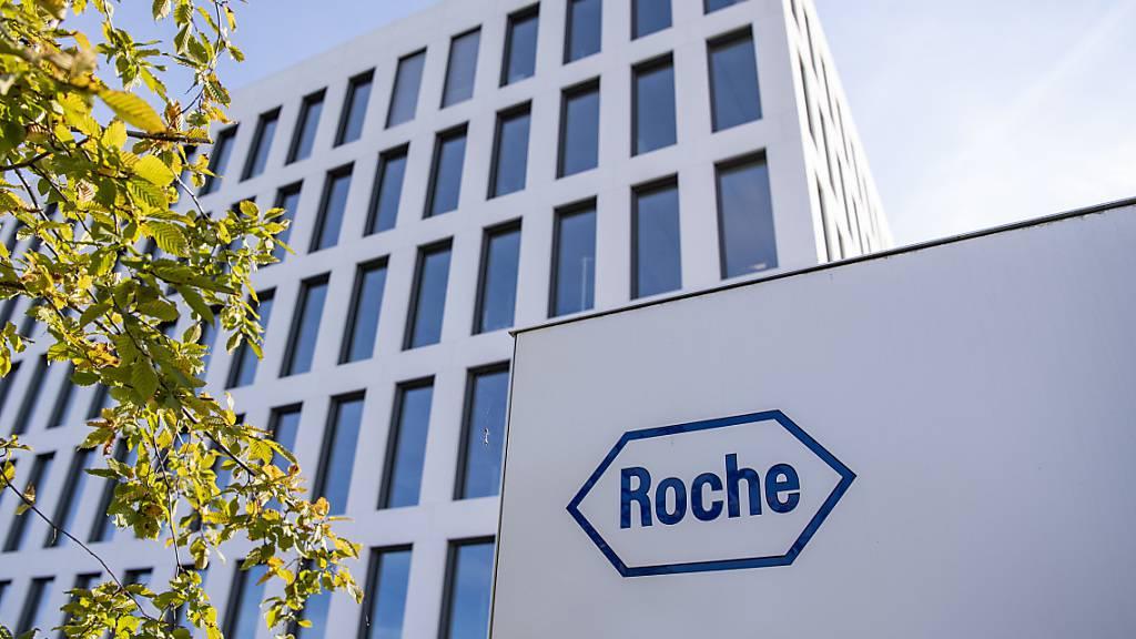 Roche hat die Bemühungen im Kampf gegen das Coronavirus um eine Kooperation erweitert. Der Basler Pharmakonzern spannt mit der US-Firma Atea Pharmaceuticals zusammen. (Archivbild)