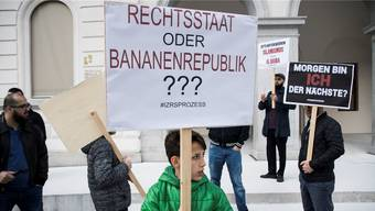 Anhänger des IZRS demonstrierten im Mai vor dem Bundesstrafgericht in Bellinzona.