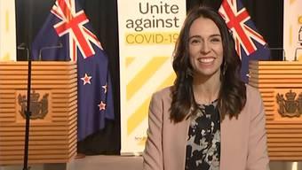 Neuseelands Regierungschefin Jacinda Ardern kann nichts so leicht erschüttern - selbst ein Erdbeben nicht. Sie gab em Montag gerade ein Live-Interview im nationalen Fernsehen, als plötzlich die Erde zu beben begann.