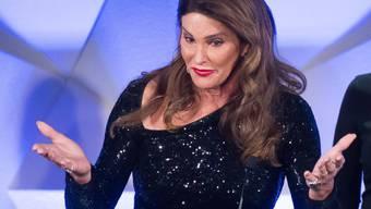 """Caitlyn Jenner hat sich bei der Transgender-Gemeinde dafür entschuldigt, dass sie ein """"Make America Great Again""""-Cap getragen hat. Nie und nimmer würde sie Trump unterstützen, beteuert die Transfrau. (Archivbild)"""