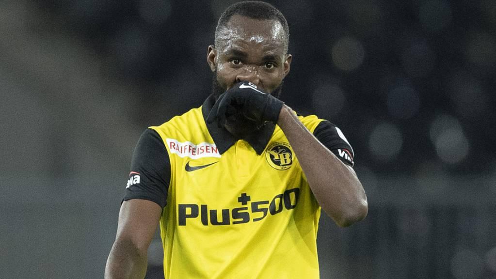 Frust abwischen und weiter gehts: Nicolas Moumi Ngamaleu und YB dürften das 1:2 gegen Servette rasch abhaken.