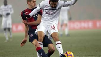 Ricardo Rodriguez (rechts) musste sich mit Milan in Bologna mit einem torlosen Remis zufrieden geben
