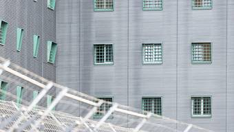 """Die Bewegungsfreiheit in der ausländerrechtlichen Administrativhaft in der Schweiz ist """"grundrechtlich unhaltbar"""". Das schreibt die Nationale Kommission zur Verhütung von Folter (NKVF) in ihrem neusten Tätigkeitsbericht. (Themenbild)"""