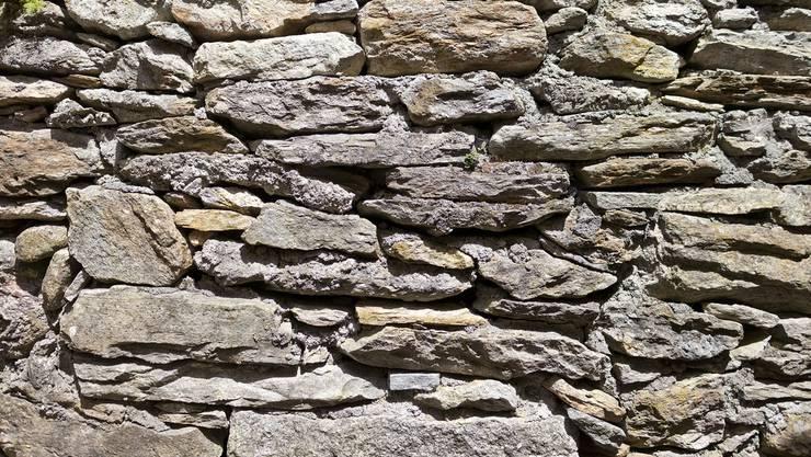Zwist zweier Nachbarn wegen einer Mauer – es geht um 20 Zentimeter