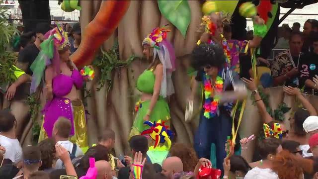 Street Parade live — 18.20 Uhr