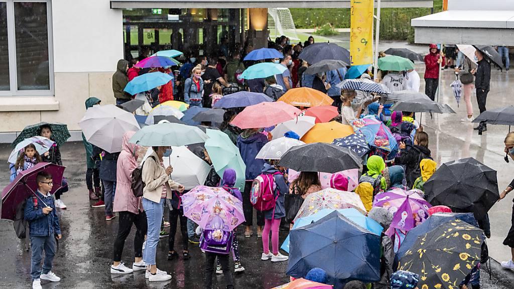 Schulkinder der Stadt Luzern am ersten Schultag nach den Sommerferien: Was das einzelne Kind kostet, wird ab 2024 nach einem neuen System berechnet. (Archivaufnahme)