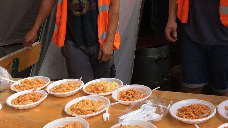 Kocht Fabian Dingetschweiler für die Flüchtlinge, gibt es häufig Pasta.