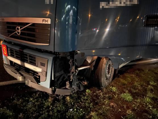 Beide Fahrer – Auto und Lastwagen – wurden dabei verletzt.