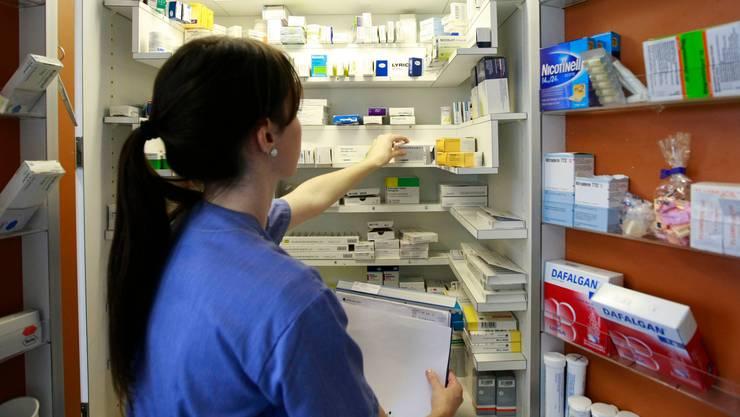 Gemäss bisher unveröffentlichten Zahlen des Apothekerverbands Pharmasuisse verdoppelte sich die bestellte Menge von Hydroxychloroquin-Präparaten diesen März von durchschnittlich 10'000 auf knapp 20'000. (Symbolbild)