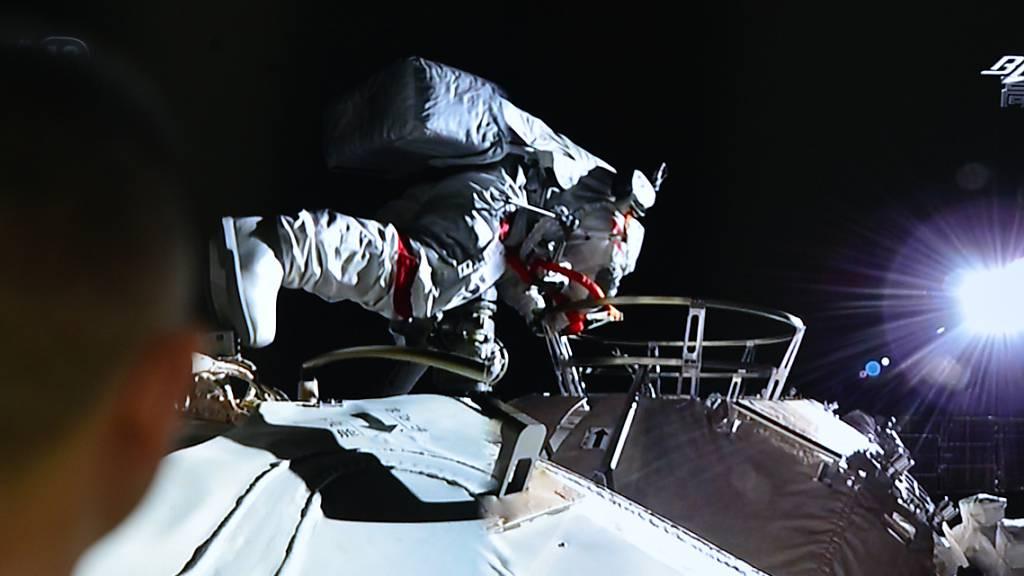 Erster Weltraumspaziergang an neuer Raumstation